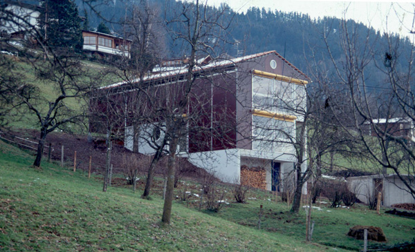 Sperrholzhaus-im-Hang-small.jpg